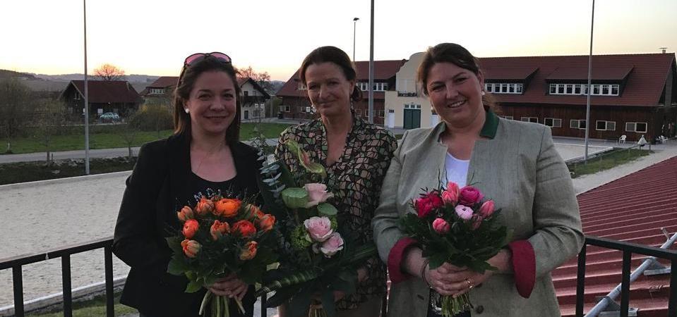Obfrau Valerie Kobinie (re.), Obfrau Elisabeth Warum (li.) und Ehrenobfrau Johanna Hofbauer